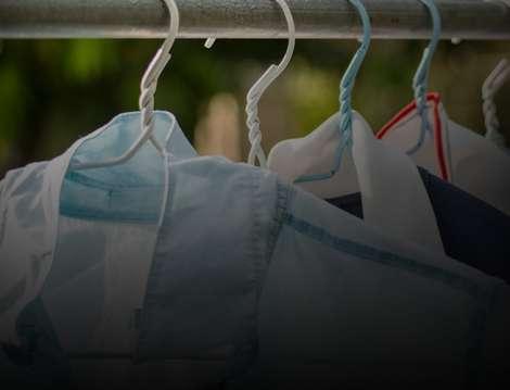 3 Dicas para tirar manchas de amaciante das roupas